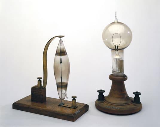 swan-light-bulb-edison