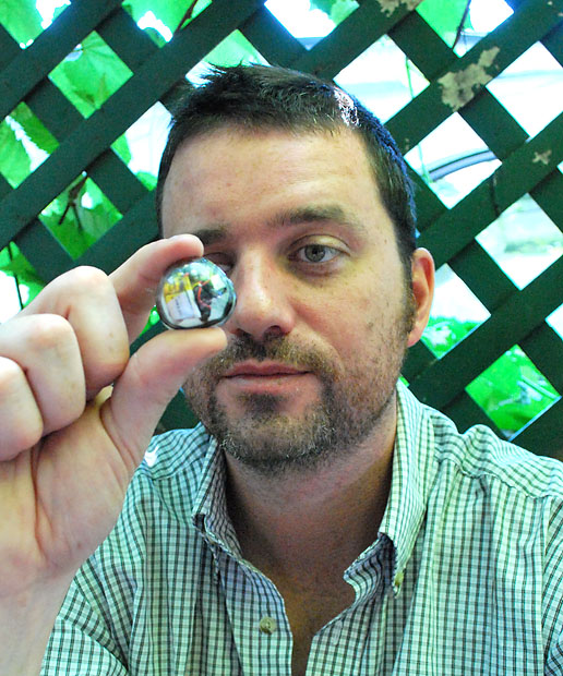 Bionic Eye Man Wirelessly Records His World