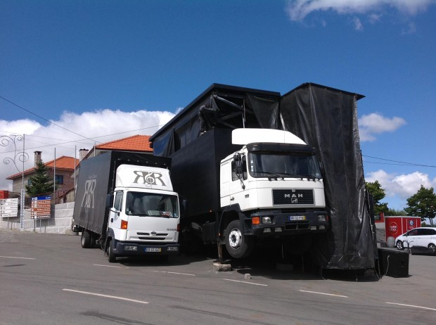 tilted-stage-truck